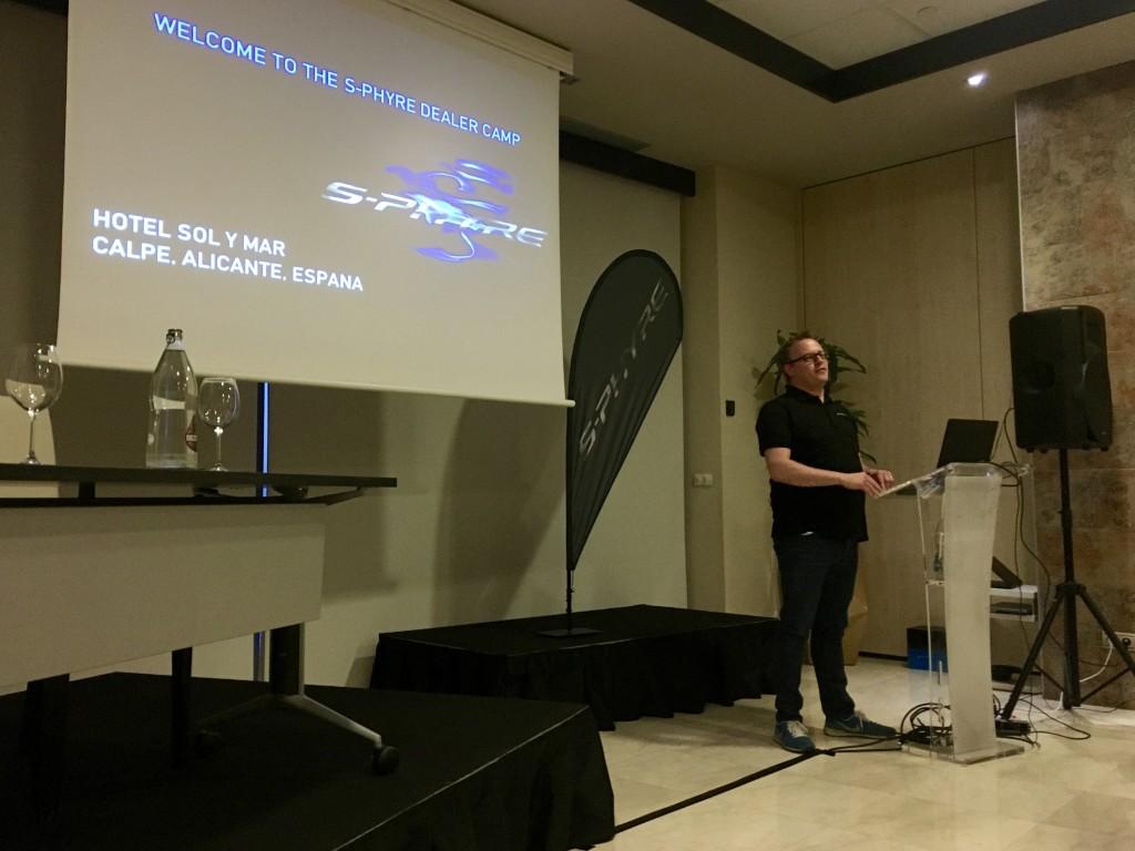 De S-Phyre presentatie gaat van start...